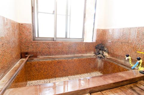 お風呂イメージ ブラウンで大理石調のもの。湯は張ってない